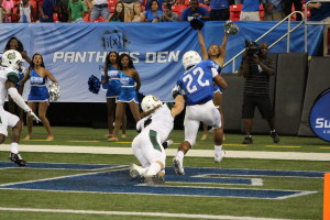 Taz Bateman scores on a running play during their loss to Charlotte. By: Ralph Hernandez