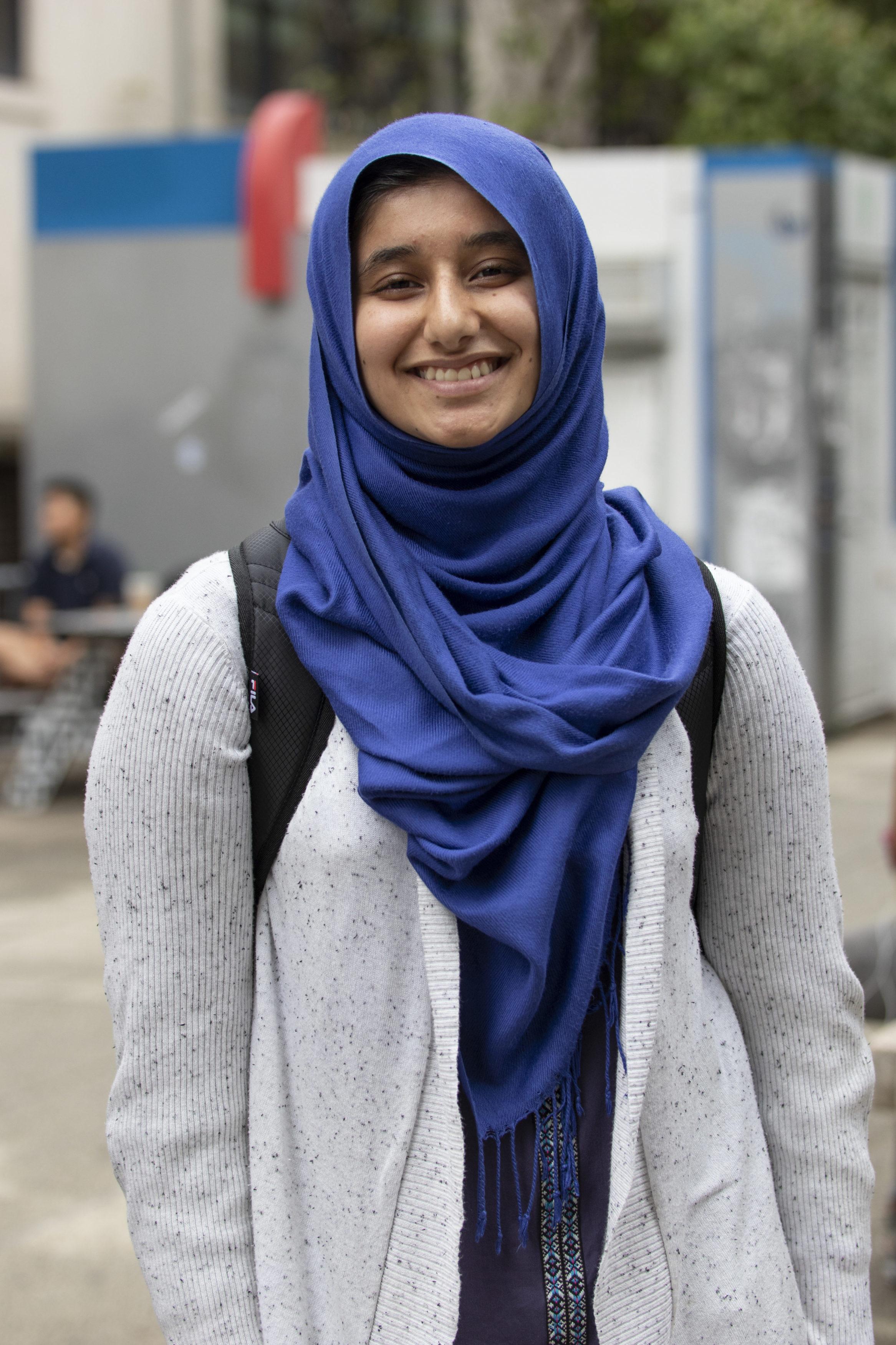 Cea mai mare țară musulmană din lume a interzis vălul islamic obligatoriu în școli